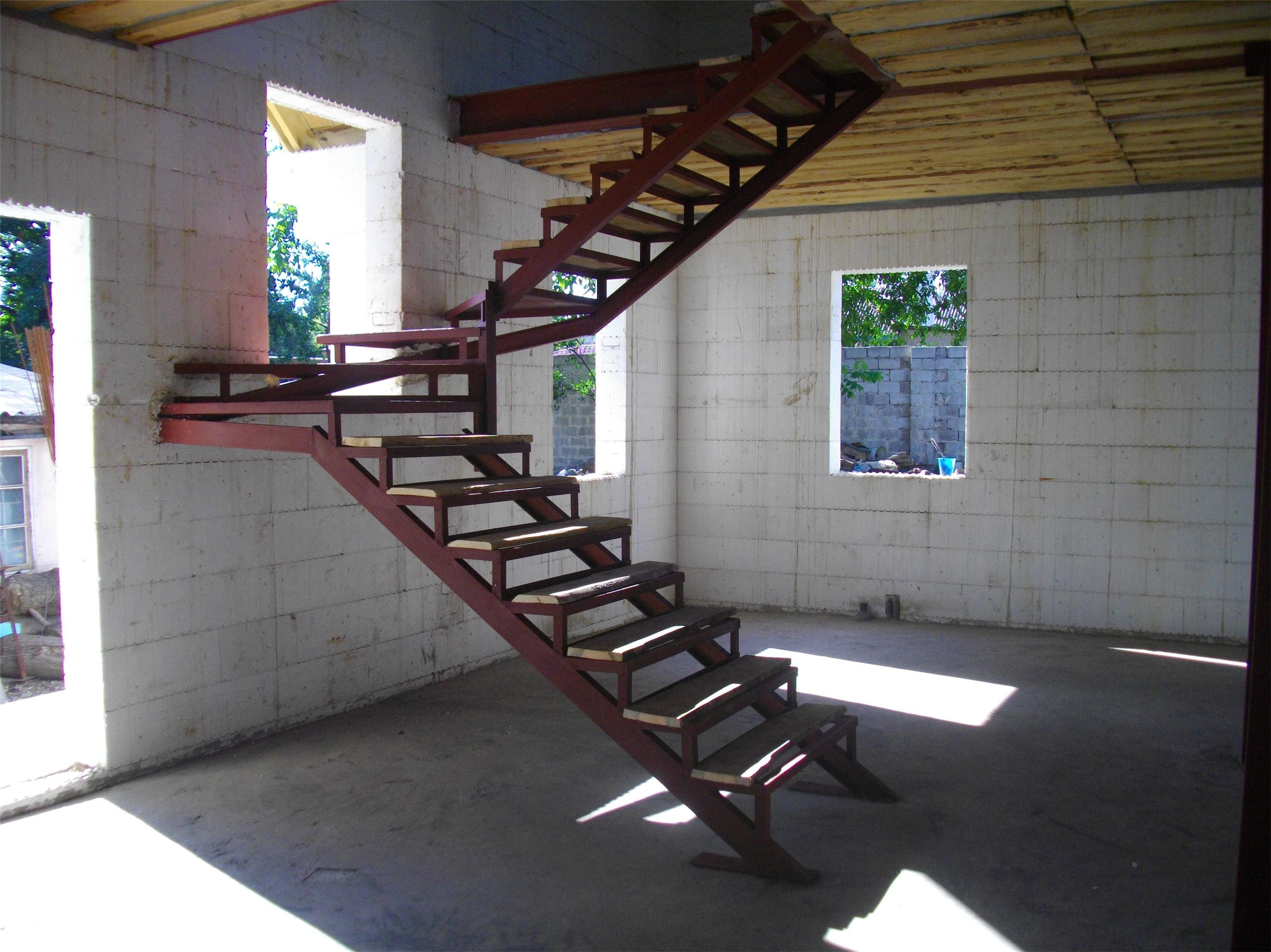 Железная лестница в дом