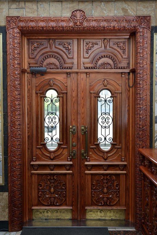 dvery_massyv_dereva_na_zakaz