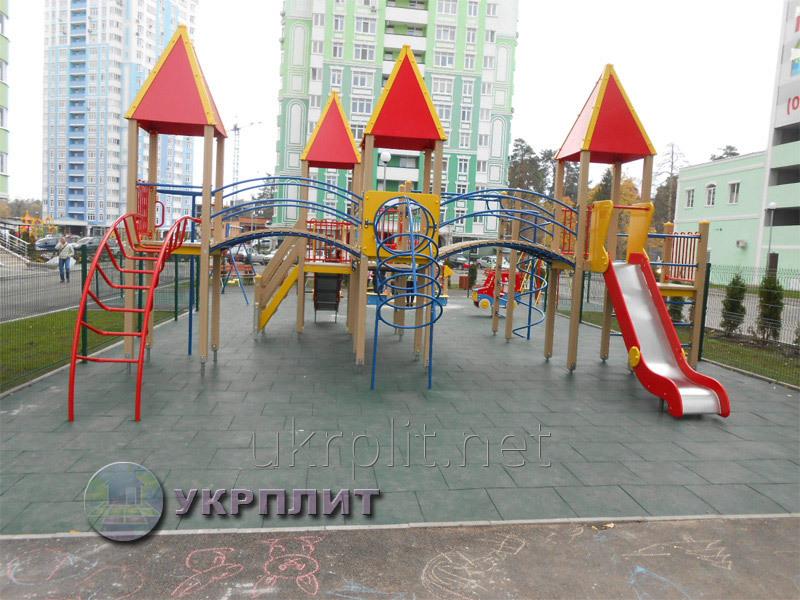 rezinovaya_plitka_dlya_detskih_igrovyh_sportivnyh
