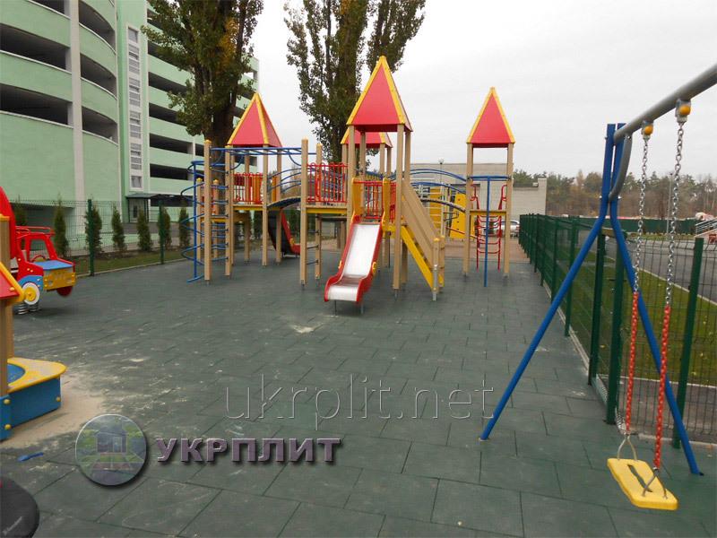 rezinovaya_plitka_pokrytie_dlya_sportivnyh_zalov_i