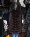 Жилет из песца с кожаным рукавом и капюшоном шоколад 90 см