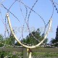 Егоза забор. Кронштейн для крепления колючей проволоки Егоза на заборе. СББ с диаметром диаметром спирали 400 мм, 450 мм, 500 мм