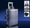 Полированный голубой дорожный чемодан с портпледом