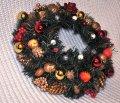 Венок еловый рождественский красный, диаметр 30 см.