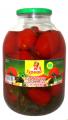 Los tomates conservado con la verdura