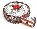 """Ciasto """"chmielny wiśniowy"""" ciastka krem z dodatkiem syropu kakaowego impregnowany i powleczony z dodatkiem śmietany alkoholizowany wiśni. Masa: 650 g, 1,2 kg."""