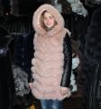 Жилет из песца с кожаным рукавом и капюшоном розовый 90 см