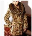Теплая меховая зимняя женская куртка с леопардовым принтом и роскошным меховым воротником.