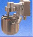 Насадка - взбивальный элемент в комплекте с тремя насадками и емкостью на 20 л.