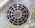 Les couvercles du béton armé pour les trappes des puits de visite