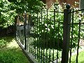Забор из металлических прутьев.(металлический)