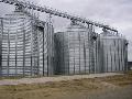 Силос на бетонном основании типа МСВУ - сборные металлические зернохранилища  для хранения очищенных зернопродуктов с кондиционной влажностью не более 14 %.