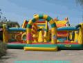 Udogodnienia dla dzieci: trampoliny mechaniczne działania, zjeżdżalnie, ponad 100 gatunków