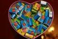 Жвачки Love is в коробке в форме сердца. Отличный подарок.
