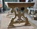Резные столы из дерева.