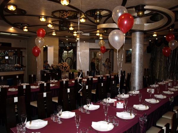 Заказать Ресторан «Арле» — идеальное место для уединенных встреч влюбленных пар, для деловых бесед.А также подойдет для проведения банкетов,юбилеев и всевозможных праздников.В нашем ресторане Вас очень вкусно и быстро накормят!Новогодние корпоративы от 200 грн.