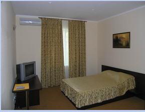 Заказать 1 комнатный 2-х местный номер - 350 грн.(июль-август 400грн.)
