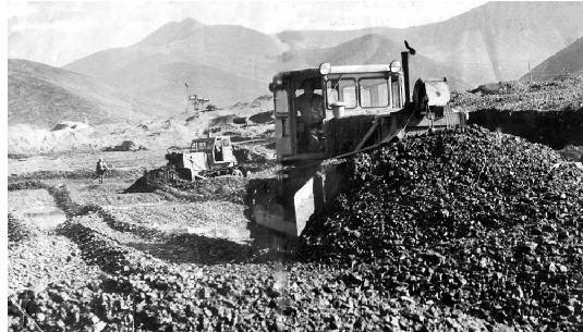 Заказать Вскрыша порода, покрывающая полезное ископаемое и подлежащая удалению при открытых горных выработках
