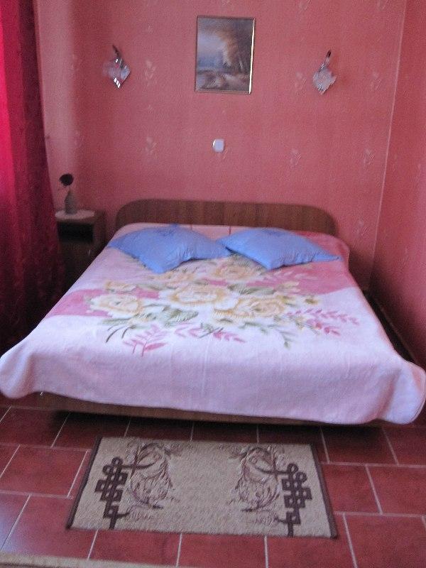 Заказать Комната люкс с 2-х спальной кроватью