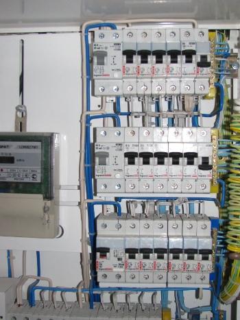 Выполнение электромонтажных