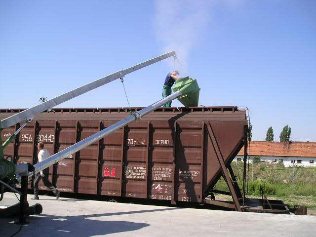 Заказать Перегруз насыпных грузов, в том числе зерновых.