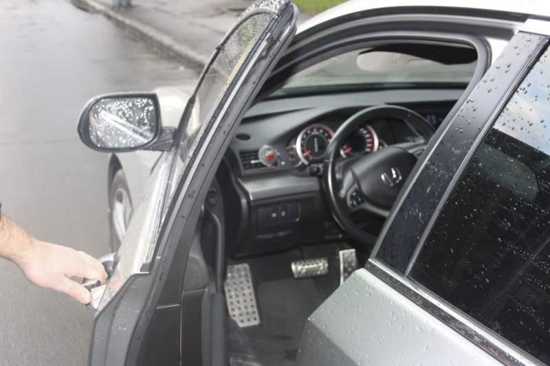 Открыть машину без ключа служба спб