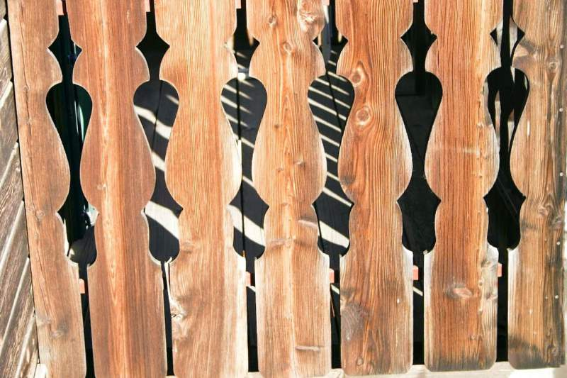 Заказать Установка заборов из дерева. Заборы любого дизайна