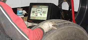 Заказать Балансировка колес убирает вибрацию и продлевает срок службы шин благодаря устранению неравномерного износа