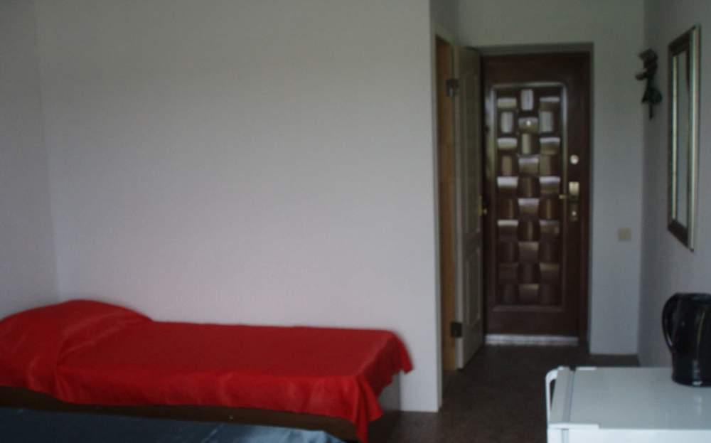 Заказать 2-х, 3-х, 4-х местные номера со всеми удобствами и отдельными балконами