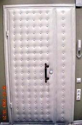 входные черные двери из дермантина
