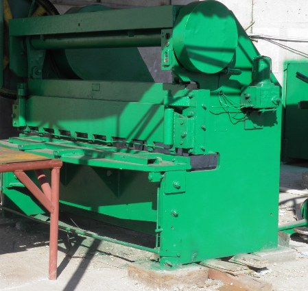 Order Guillotine cutting of a leaf metal