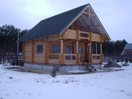 """Строительство жилых домов  """"под ключ"""". Проектирование и строительство деревянных домов из оцилиндрованного бревна собственного производства разного диаметра. Возможность просмотра построенных коттеджей. Цены антикризисные."""