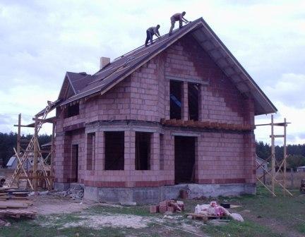 """Коттеджное строительство.  Проектирование и cтроительство коттеджей  """"под ключ"""".  Украина.    Устройство фундамента.   Кладка: кирпич, блок, керамический блок, пеноблок, газоблок.  Комплекс фасадных работ."""