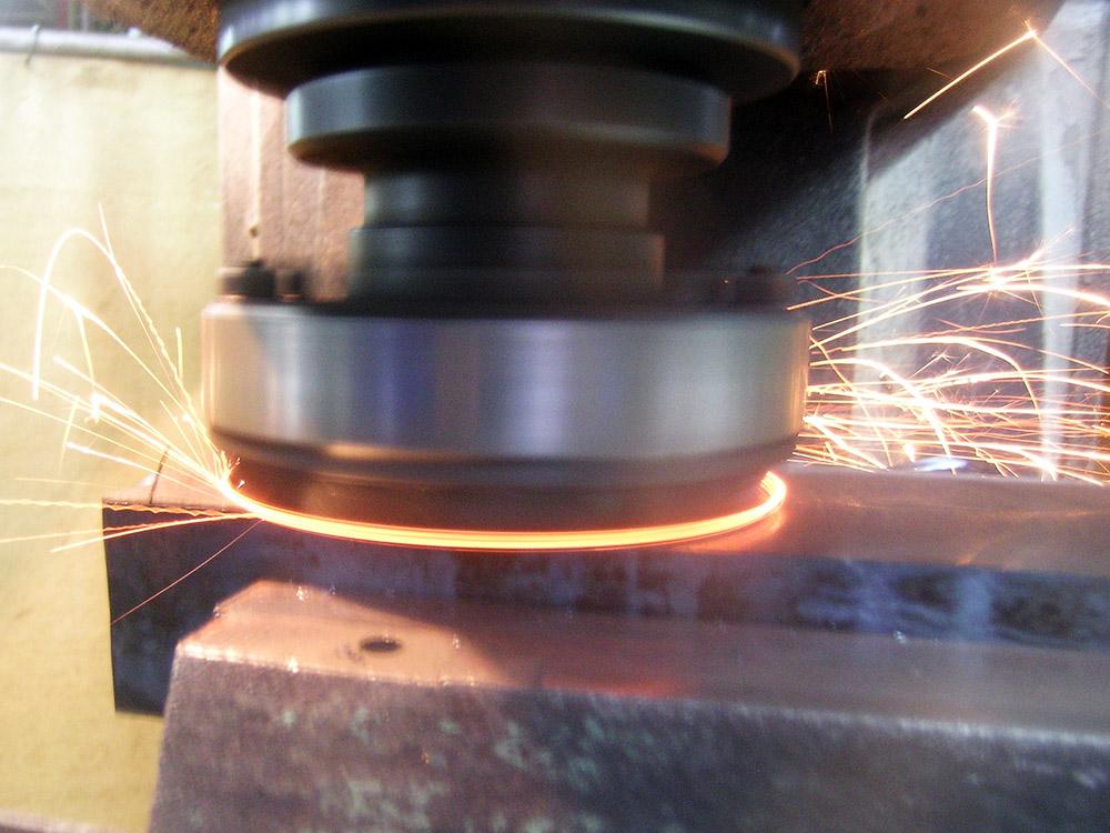 Lavori macchine utensili, lavorazione, fresatura, perforazione, alesatura