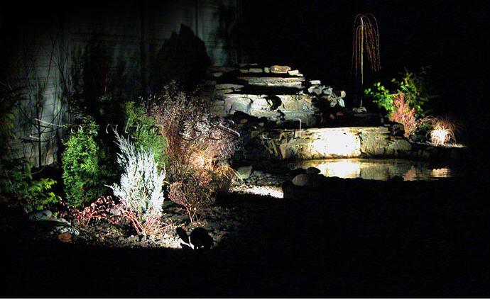 Ландшафта освещение дорожек в саду
