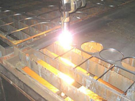 Заказать Плазменная резка металла. Плазменная резка - вид плазменной обработки материалов резанием, при котором в качестве режущего инструмента вместо резца используется струя плазмы с температурой от 5000 до 30000 градусов и скоростью от 500 до 1500 м/с.