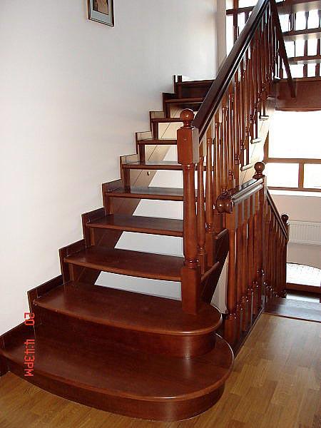 Заказать Изготовление деревянных лестниц по индивидуальным размерам (в Крыму, Симферополе, Севастополе, Ялте, Алуште)