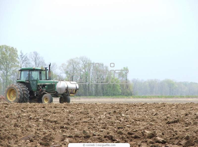 Заказать Услуги по обработке земли: вспашка