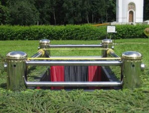 Сингуматор - устройство, которое используют для бережного и плавного опускания гроба в могилу