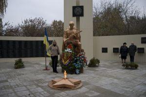 Заказать Памятник воинам ВОВ в с.Днепровокаменка, Верхнеднепровский р-н