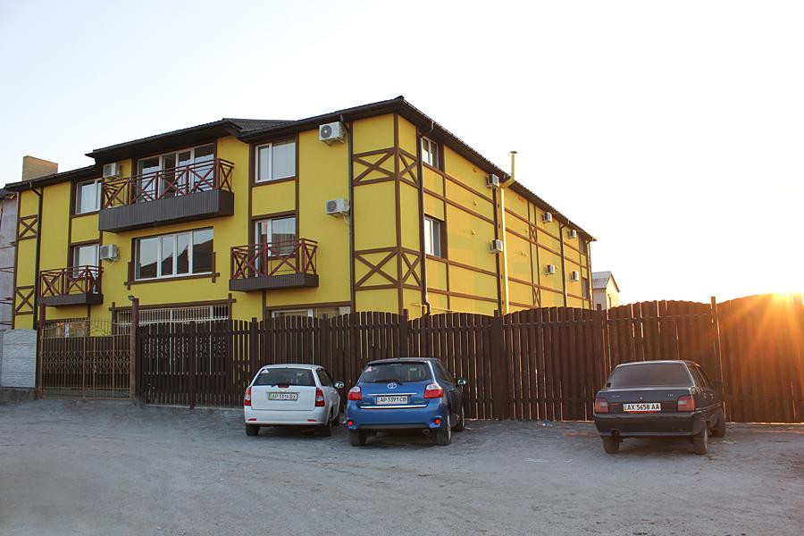 Заказать Отдых в Бердянске возле моря – VILLA BAVARIA – частная гостиница. Сдам номера, комнаты, жилье возле моря с питанием. Вилла Бавария.