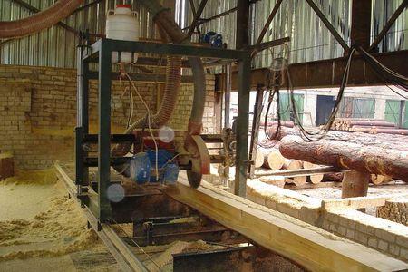 Заказать Распиловка древесины Новоград - Волынский, услуги по распиловке древесины