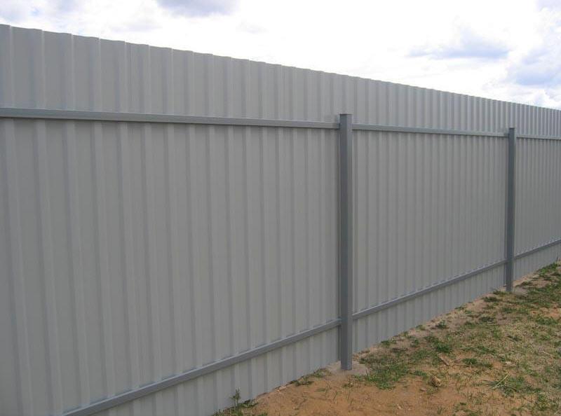 Заказать Строительство, установка заборов и ограждений на участке, строительство заборов из профнастила