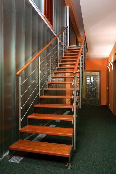 Заказать Лестницы металлические и деревянные