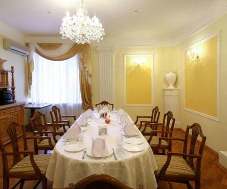 Заказать Малый банкетный зал в ресторане «Инициал»