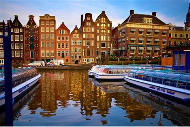 Амстердам – город мельниц, каналов и тюльпанов