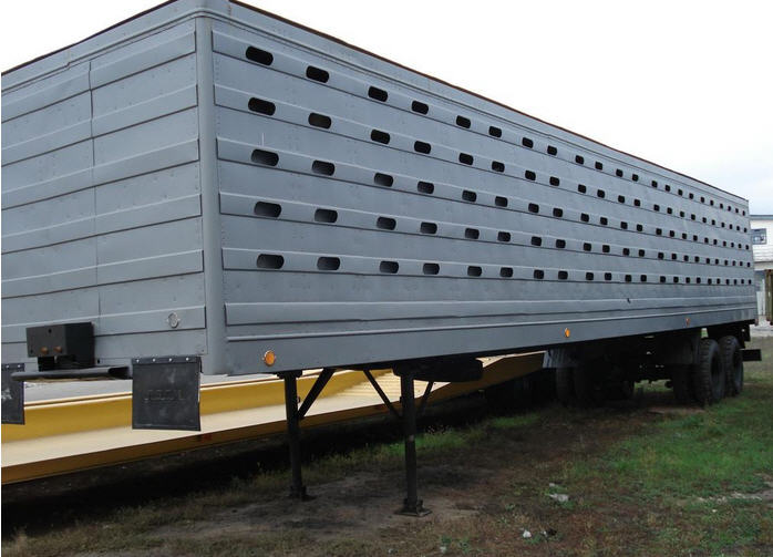 Заказать Транспортные услуги по перевозки животных спец транспортом, Перевозки скотовозом в Днепропетровской области и по Украине