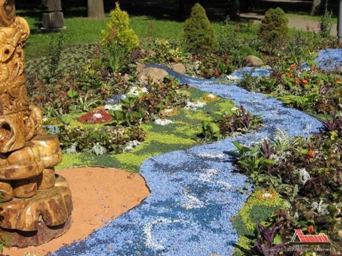 Заказать Создание мозаичных рисунков из гальки в саду
