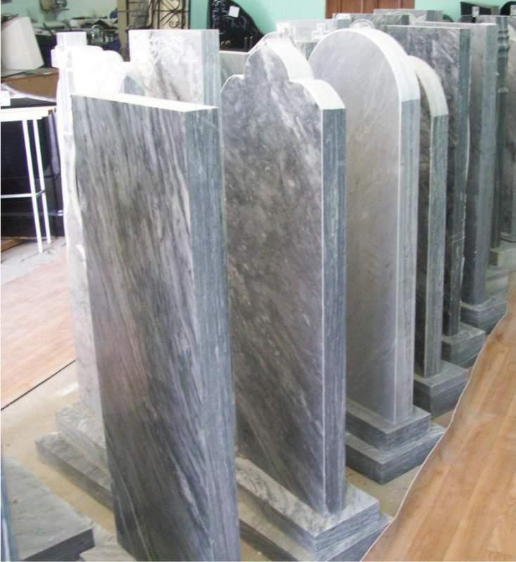 Памятники из мрамора и мраморной крошки