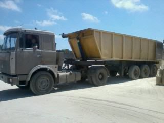 Заказать Грузоперевозки по Крыму осуществляются автомобилями Газель (до 2,5 т);ГАЗ-53 (до 5 т);ЗИЛ-130 (до 8 т); КАМАЗ (до 15 т); МАЗ (до 30 т).